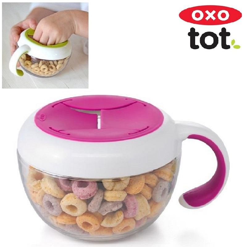 Snackkop med låg OXO Tot Flippy Snack Cup lyserød